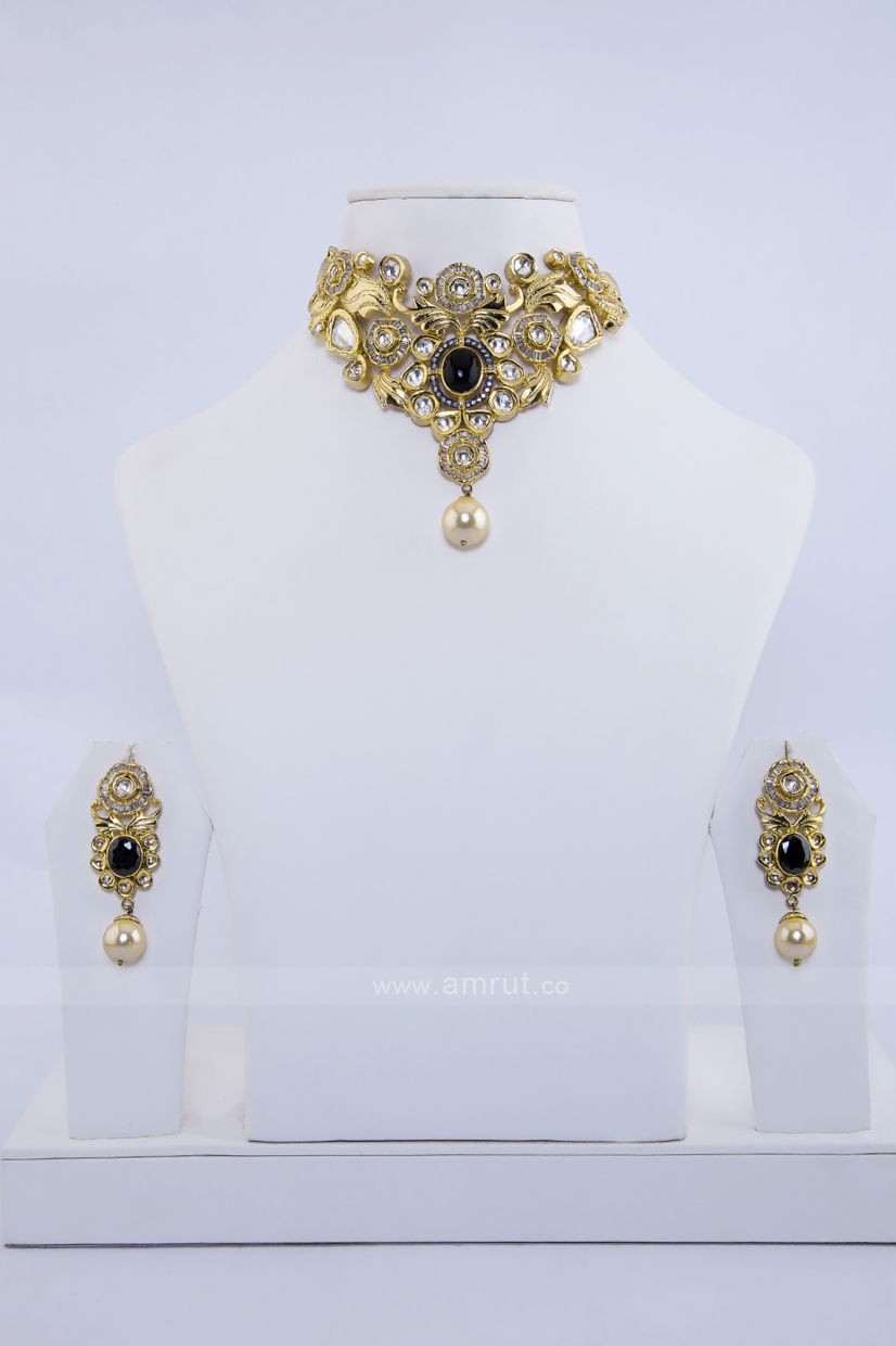 Skip to the beginning of the images gallery   Small Polki And Kundan Antique Gold Finished Necklace Set